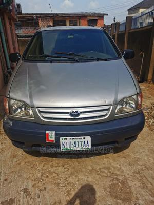 Toyota Sienna 2000 LE & 1 Hatch Silver | Cars for sale in Oyo State, Ibadan