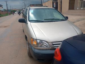 Toyota Sienna 2001 LE Gold   Cars for sale in Lagos State, Ifako-Ijaiye