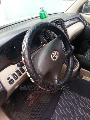 Toyota Highlander 2004 Limited V6 4x4 Gold | Cars for sale in Lagos State, Alimosho