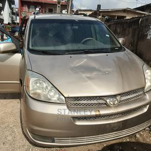 Toyota Sienna 2004 LE AWD (3.3L V6 5A) Gold | Cars for sale in Lagos State, Yaba