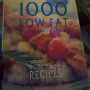 1000 LOW FAT RECIPES.Hardcover Book | Books & Games for sale in Lagos State, Surulere