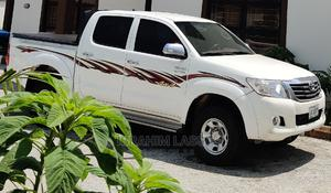 Toyota Hilux 2012 2.7 VVT-i 4X4 SRX White | Cars for sale in Abuja (FCT) State, Asokoro