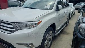 Toyota Highlander 2013 Limited 3.5l 4WD White | Cars for sale in Lagos State, Isolo