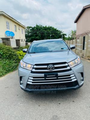 Toyota Highlander 2017 XLE 4x4 V6 (3.5L 6cyl 8A) Silver | Cars for sale in Abuja (FCT) State, Asokoro