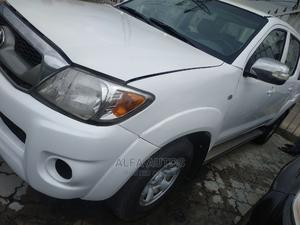 Toyota Hilux 2010 2.7 VVT-i 4X4 SRX White | Cars for sale in Lagos State, Agege