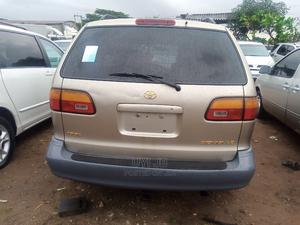 Toyota Sienna 2000 LE & 1 Hatch Gold | Cars for sale in Edo State, Benin City