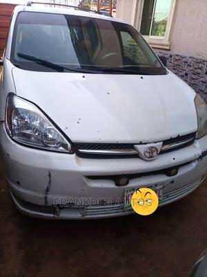 Toyota Sienna 2007 XLE White   Cars for sale in Delta State, Oshimili South
