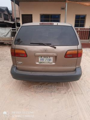 Toyota Sienna 2000 CE & 1 Hatch Gold   Cars for sale in Delta State, Warri