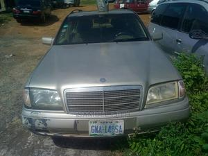 Mercedes-Benz C180 2003 Gold | Cars for sale in Niger State, Suleja