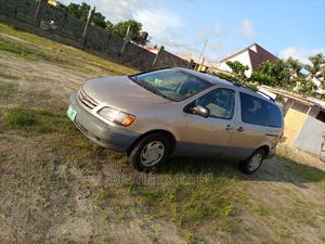 Toyota Sienna 2002 LE Gold   Cars for sale in Lagos State, Ajah