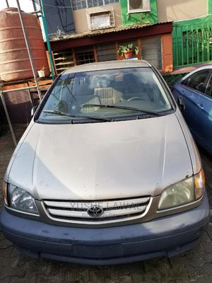 Toyota Sienna 2002 CE Gold   Cars for sale in Lagos State, Isolo
