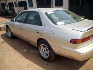 Toyota Camry 1999 Automatic Gold | Cars for sale in Edo State, Benin City