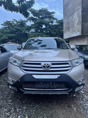 Toyota Highlander 2014 Gold | Cars for sale in Abuja (FCT) State, Central Business District