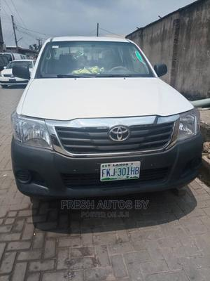 Toyota Hilux 2013 SR 4x4 White | Cars for sale in Lagos State, Magodo