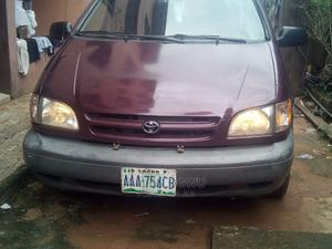 Toyota Sienna 2000 LE & 1 Hatch Burgandy | Cars for sale in Delta State, Oshimili South