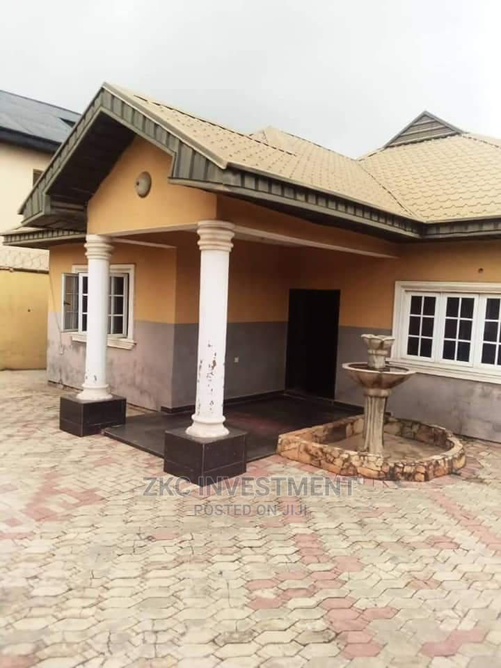 4bdrm Bungalow in All Saint Road, Ibadan for Sale