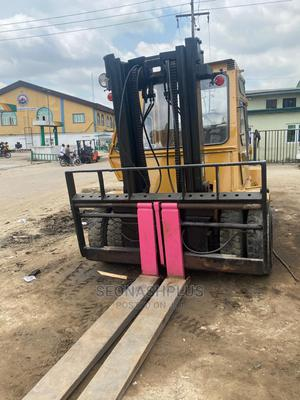 Foreign Used 7 Tons Cat Forklift   Heavy Equipment for sale in Lagos State, Ilupeju
