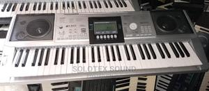 Original 61keys UK Used Professional Keyboard | Musical Instruments & Gear for sale in Abuja (FCT) State, Kuje