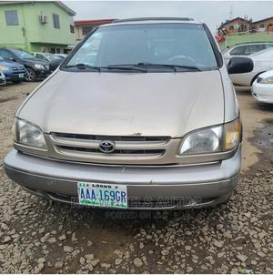 Toyota Sienna 2000 LE & 1 Hatch Gold | Cars for sale in Lagos State, Agege
