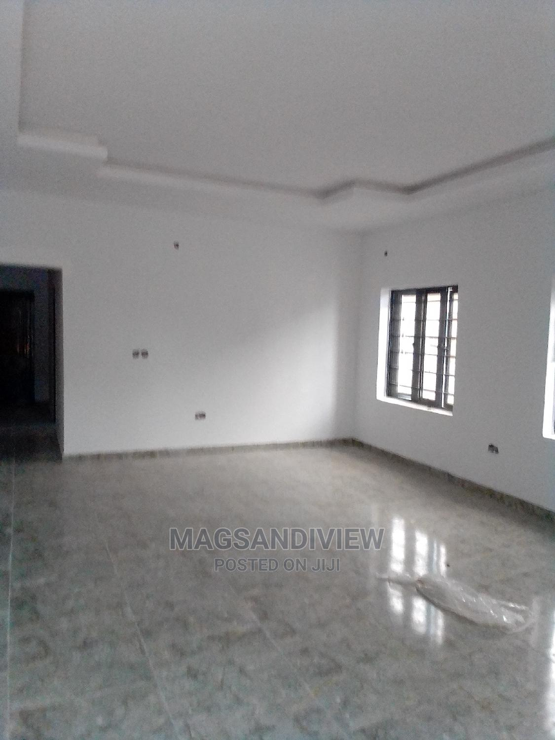 Archive: Furnished 3bdrm Bungalow in the Peak Bungalow, Lekki Phase 2 for Sale