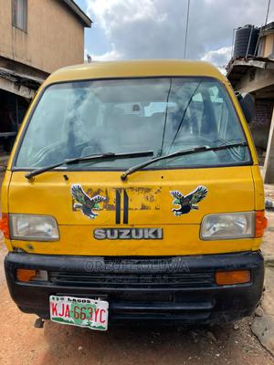 Used Shuttle Bus 2001 Yellow | Buses & Microbuses for sale in Lagos State, Ipaja