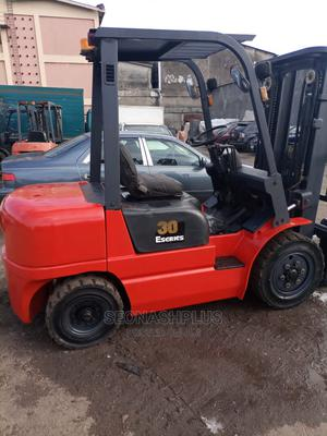 Very Clean 3 Tons DIESEL Engine Forklift   Heavy Equipment for sale in Lagos State, Surulere
