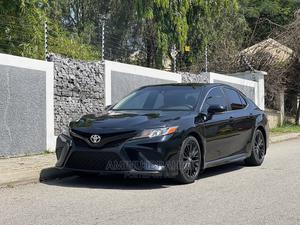 Toyota Camry 2018 SE FWD (2.5L 4cyl 8AM) Black | Cars for sale in Abuja (FCT) State, Asokoro