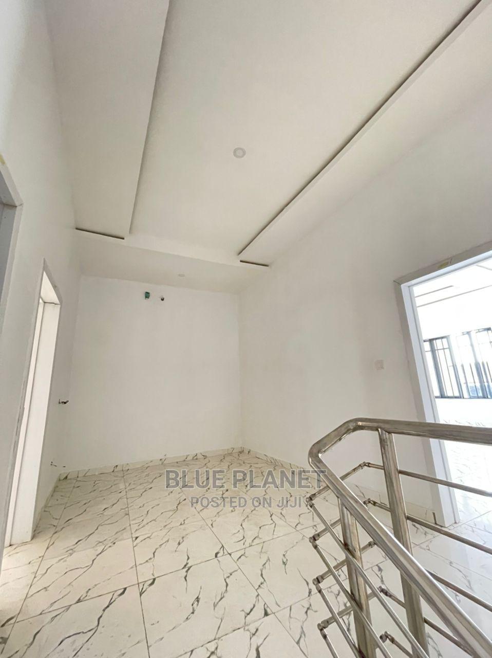 4bdrm Duplex in VGC / Ajah for Sale