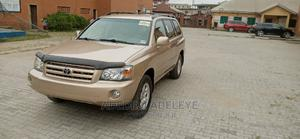Toyota Highlander 2005 4x4 Gold | Cars for sale in Lagos State, Surulere