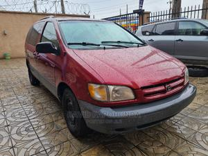Toyota Sienna 2000 LE & 1 Hatch Burgandy   Cars for sale in Lagos State, Ikeja