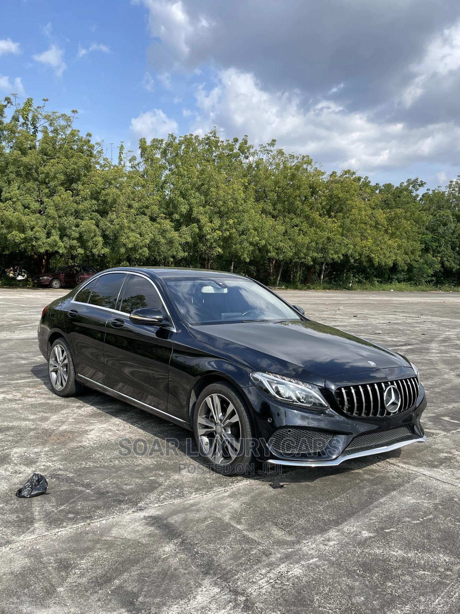 Mercedes-Benz C300 2016 Black
