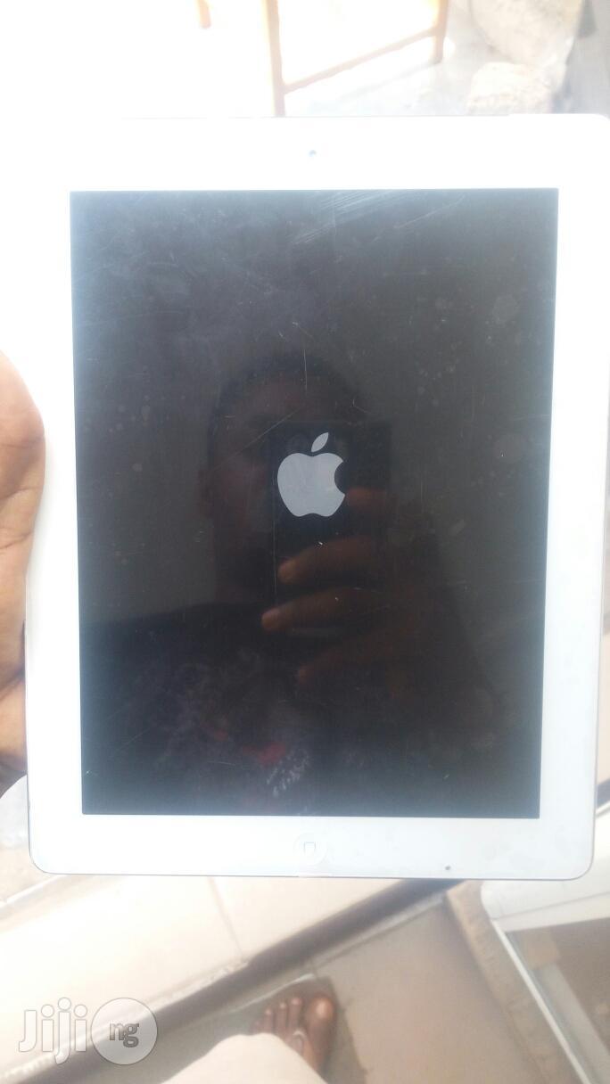 Apple iPad 4 Wi-Fi + Cellular 16 GB