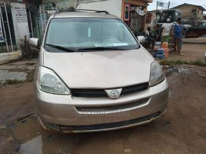Toyota Sienna 2005 LE AWD Gold   Cars for sale in Lagos State, Ikotun/Igando