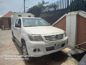 Toyota Hilux 2011 2.0 VVT-i SRX White | Cars for sale in Abuja (FCT) State, Wuse