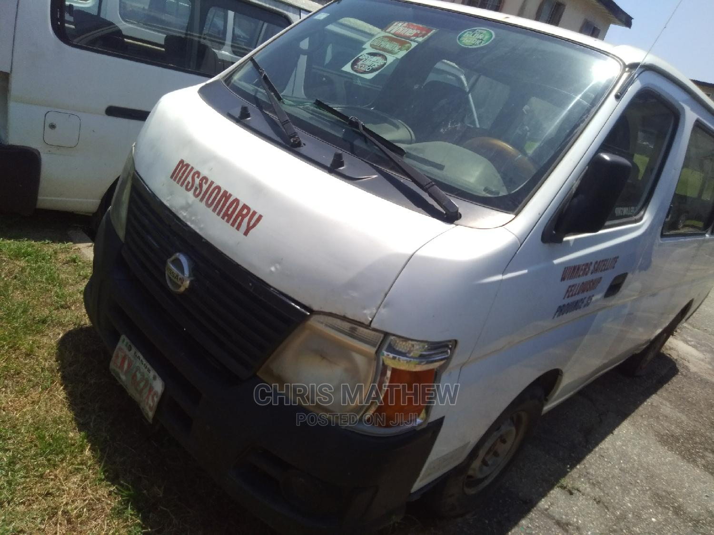Nissan Urvan Bus