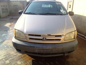 Toyota Sienna 2002 CE Gold   Cars for sale in Lagos State, Alimosho