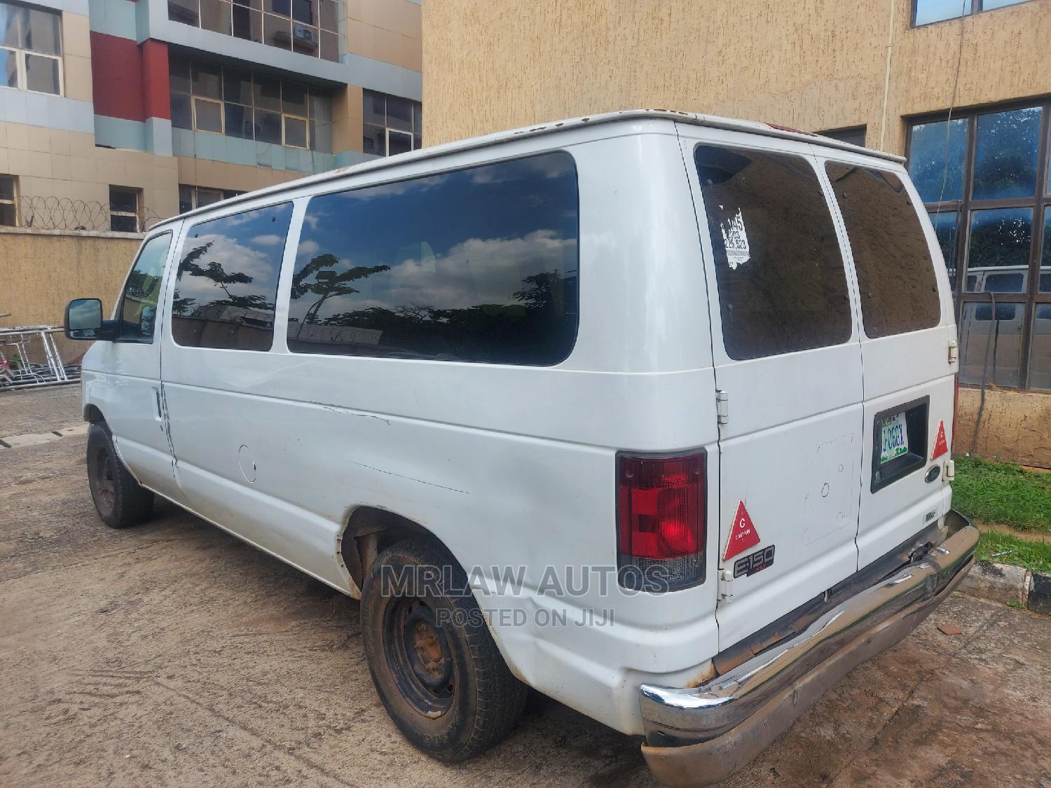 Sound Used Ford E350 CARGO BUS Selling Cheap in Abuja