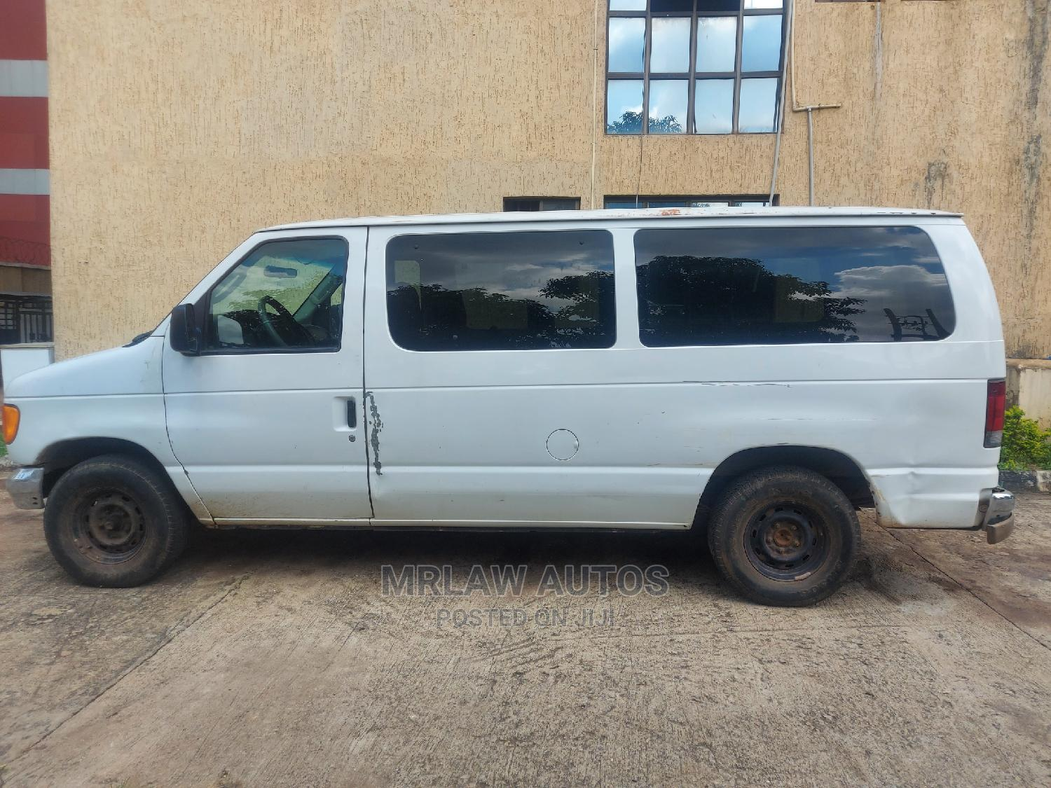 Sound Used Ford E350 CARGO BUS Selling Cheap in Abuja | Buses & Microbuses for sale in Asokoro, Abuja (FCT) State, Nigeria