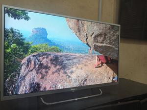 """Slim 32"""" Smart Sony Wi-Fi Direct TV 