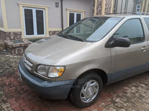 Toyota Sienna 2002 XLE Silver   Cars for sale in Abia State, Umuahia