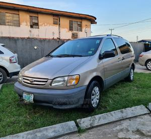 Toyota Sienna 2002 LE Gold   Cars for sale in Lagos State, Ikeja