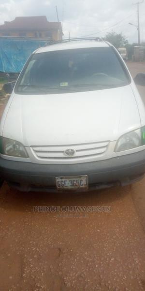 Toyota Sienna 2002 LE White   Cars for sale in Osun State, Ilesa
