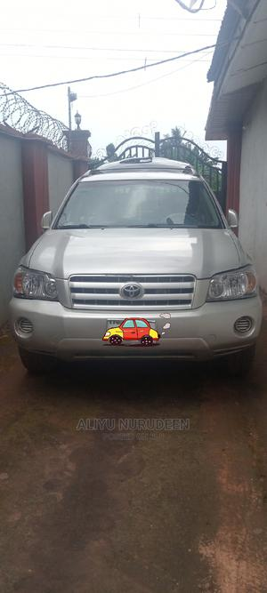 Toyota Highlander 2004 V6 AWD Silver | Cars for sale in Edo State, Ikpoba-Okha