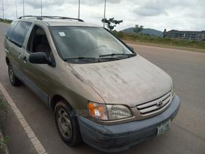 Toyota Sienna 2002 LE Gold   Cars for sale in Abuja (FCT) State, Dutse-Alhaji