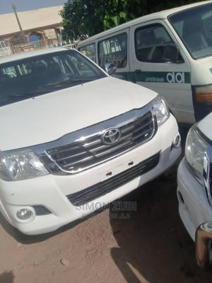 Toyota Hilux 2015 SR 4x4 White   Cars for sale in Abuja (FCT) State, Garki 1