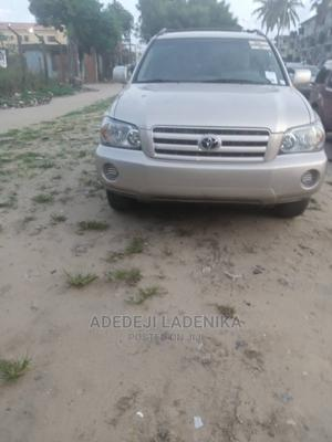 Toyota Highlander 2005 4x4 Gold | Cars for sale in Lagos State, Alimosho