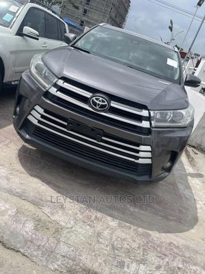 Toyota Highlander 2017 XLE 4x2 V6 (3.5L 6cyl 8A) Gray | Cars for sale in Lagos State, Ajah