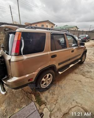 Honda CR-V 2001 2.0 Automatic Gold | Cars for sale in Lagos State, Abule Egba