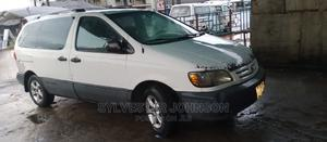 Toyota Sienna 2002 LE White   Cars for sale in Delta State, Warri