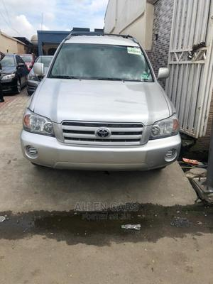 Toyota Highlander 2004 V6 AWD Silver | Cars for sale in Lagos State, Surulere